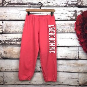Abercrombie & Fitch spell out Capri joggers